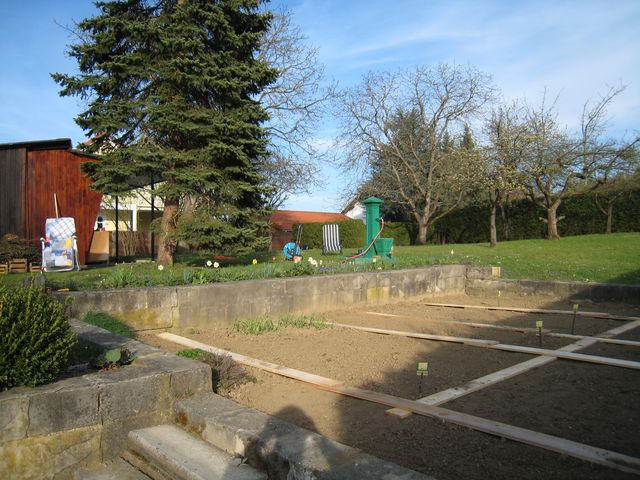 Der garten wird angelegt ludersdorf altenberg for Garten pflegeleicht angelegt